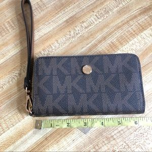 Michael Kors Cell Phone Wallet